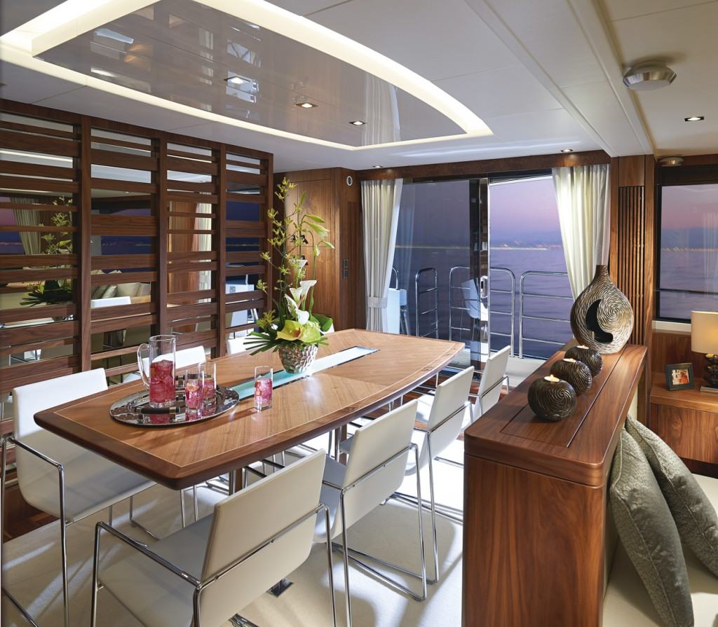 Sunseeker Yacht 86 blagovaonica
