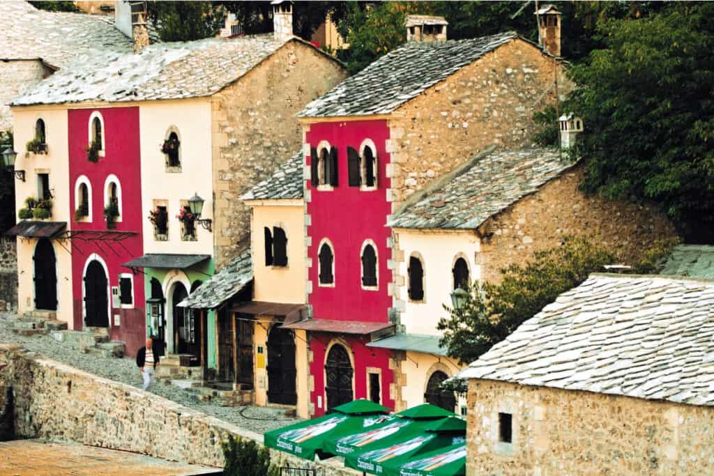 Oov je fotografija ulice u Mostaru