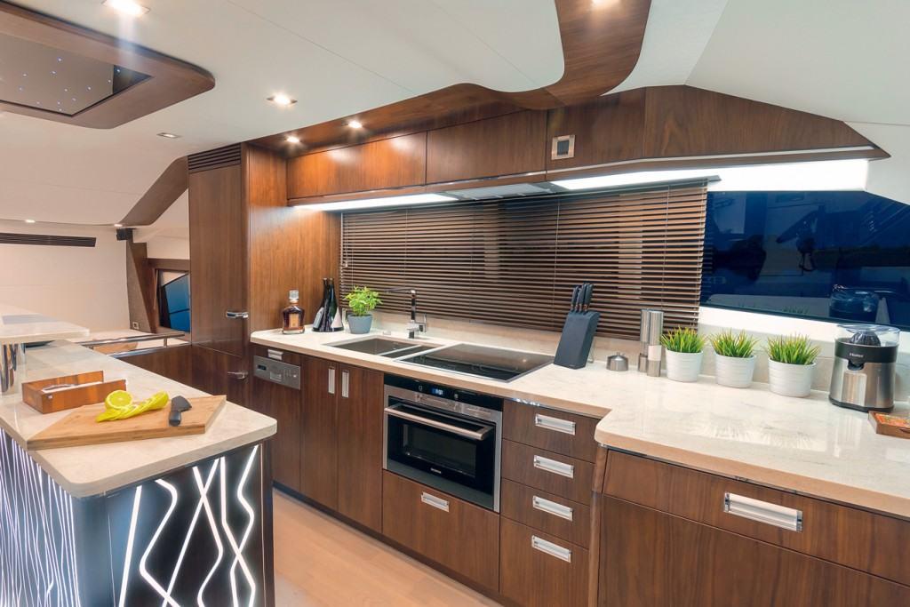 Galeon 660 fly - kitchen
