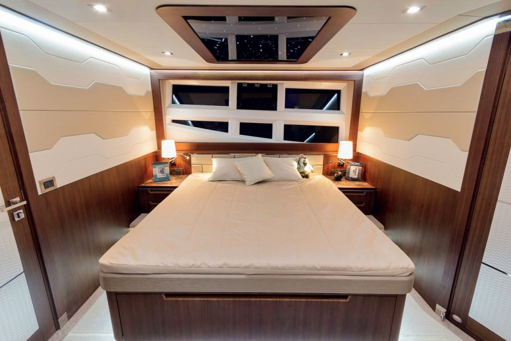 Galeon 660 fly - cabin