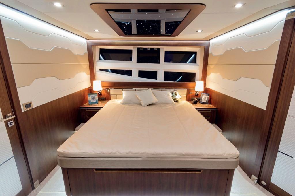 Ovo je fotografija kabine Galeon 660 fly