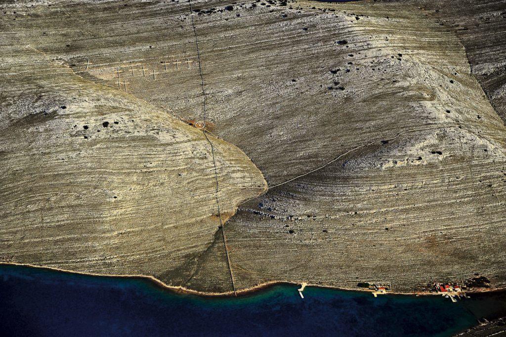 Ovo je fotografija križevi na Kornatima