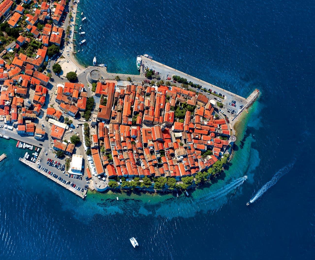 Pogled iz zraka na grad Korčulu