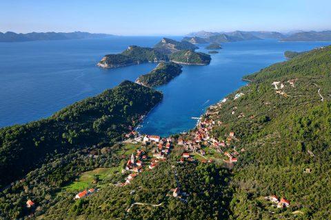 Ovo je fotografija otok Šipan Elafti