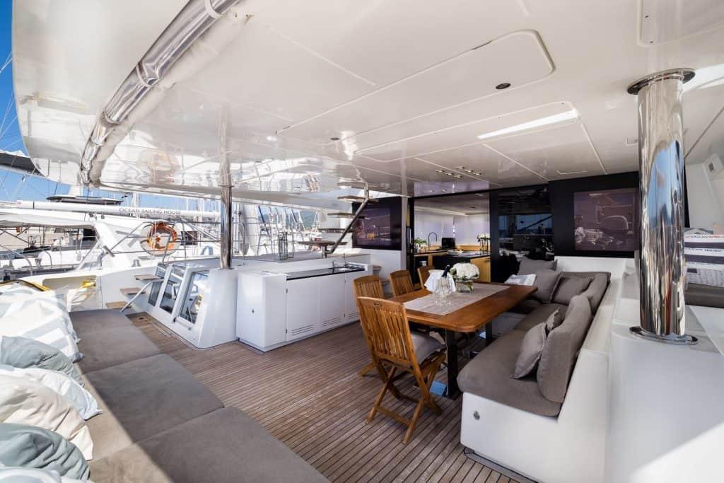 catamaran detail