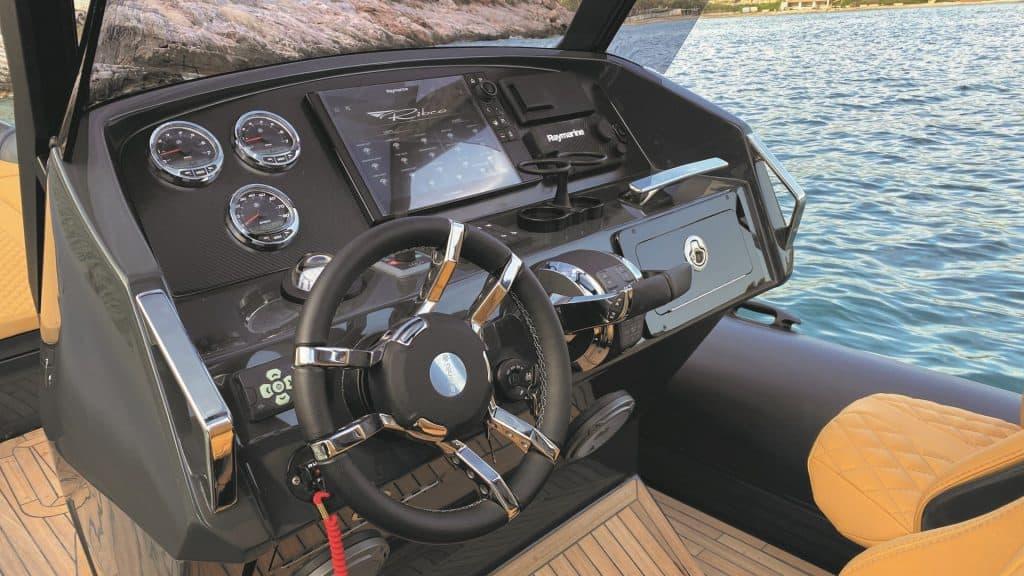 Ribco 33 Cockpit 01