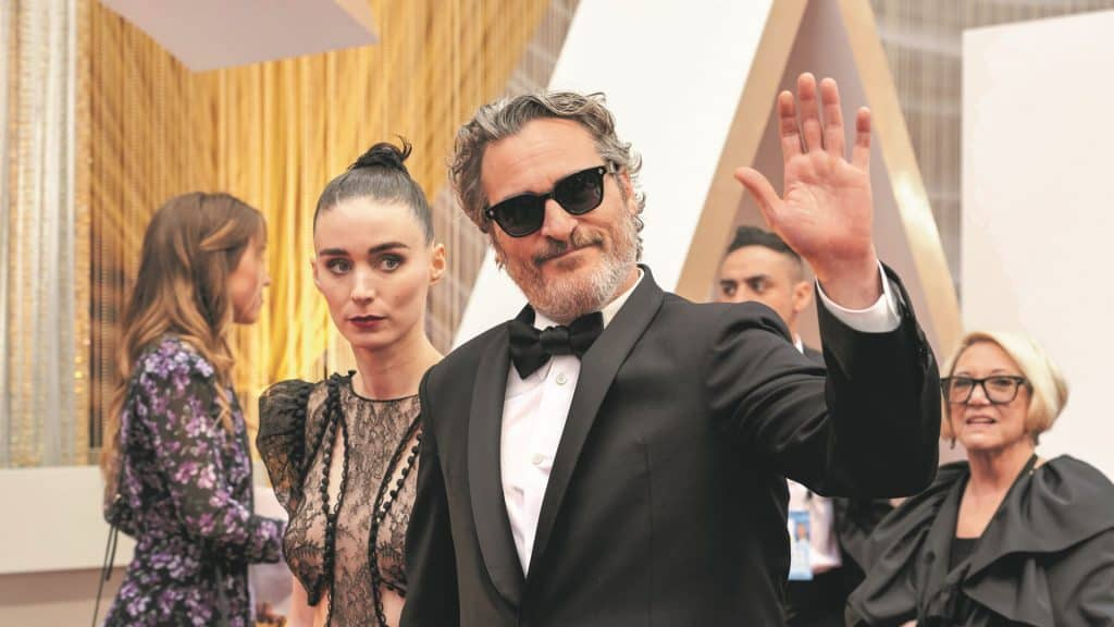 Joaquin Phoenix Red Carpet 01