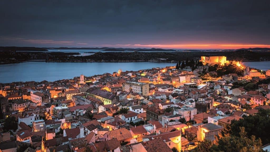 Grad Sibenik Nocna Panorama 01
