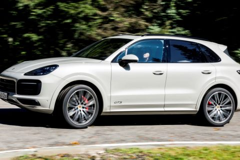 Porsche Cayenne Gts Pogled S Boka 01