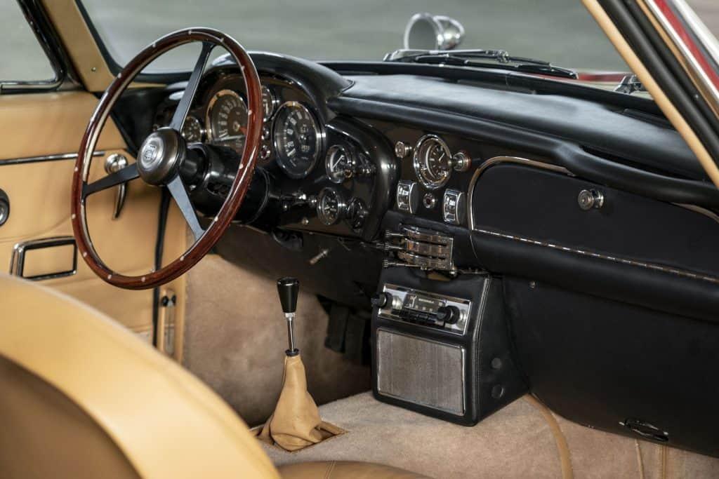 Aston Martin DB6 Vantage Unutrasnjost 01
