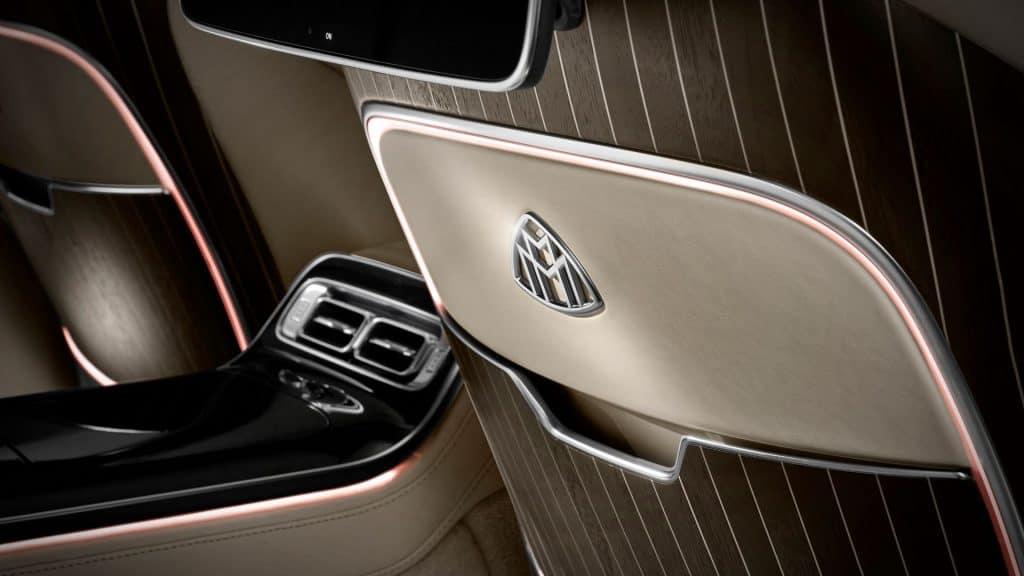 Ovo je fotografija detalja u Mercedes Maybach S klasi