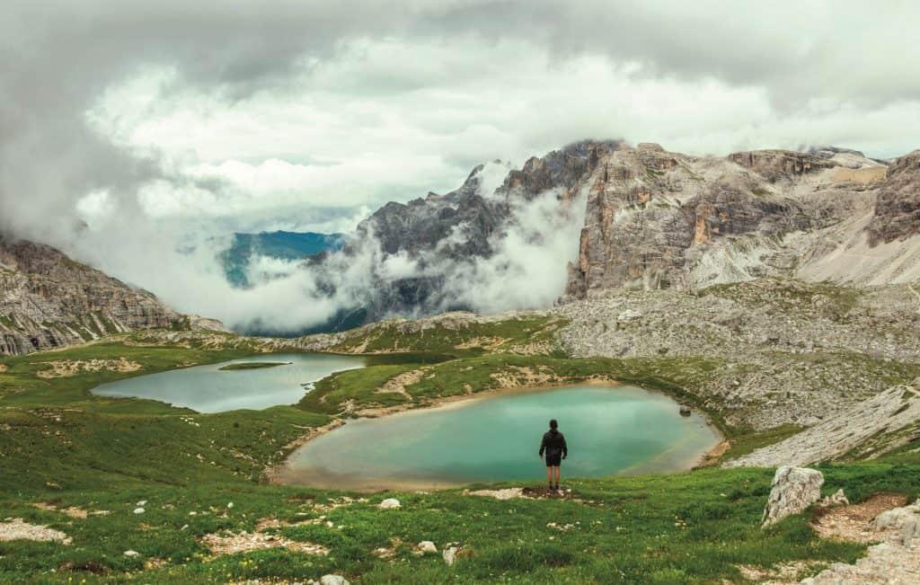 Ovo je slika jezera u Dolomitima