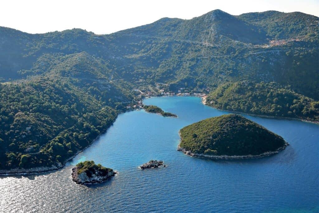 Ovo je fotografija Prožurska luka otok Mljet
