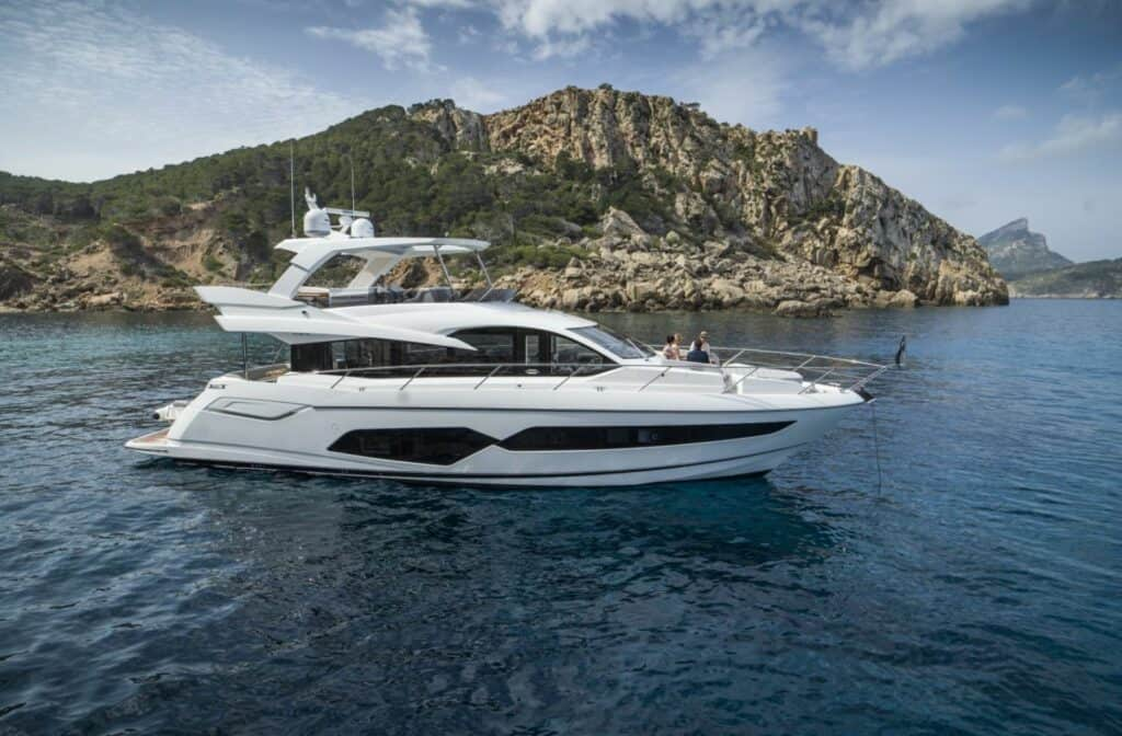 This is a photography of Sunseeker Manhattan 66 side view