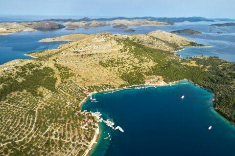 Ovo je fotografija otok Žut
