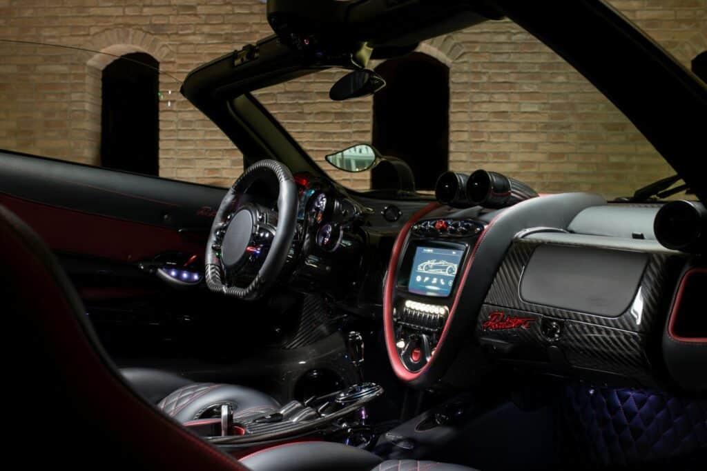 Ovo je fotografija Pagani automobil unutrašnjost