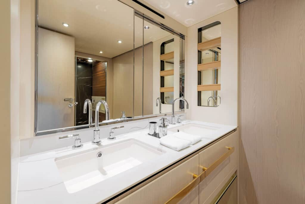 Ovo je fotografija kupaonice