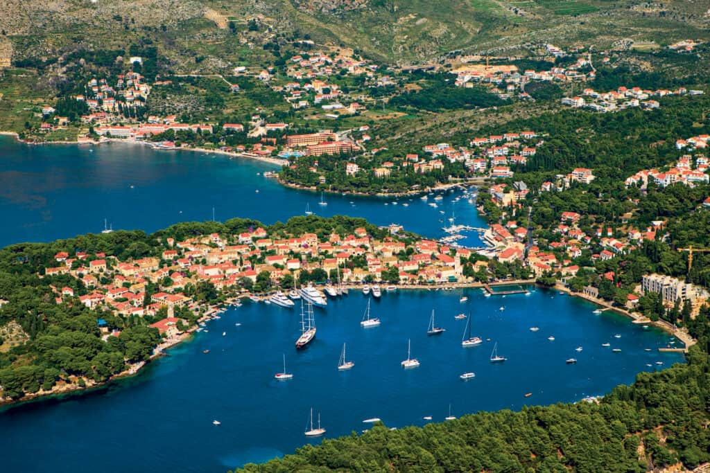 Ovoje fotografija luka Cavtat
