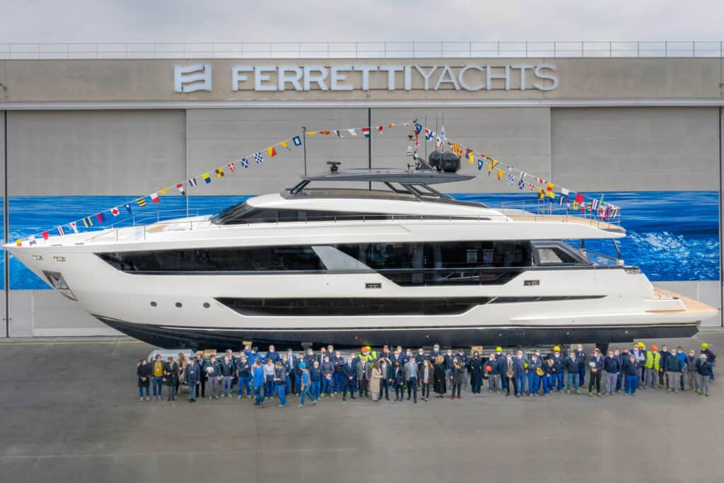Ovo je fotografija Ferretti Yachts 1000 porinut