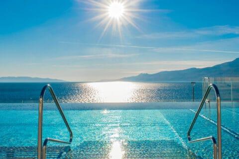 Ovo je fotografija Rijeka Hilton vanjski bazen