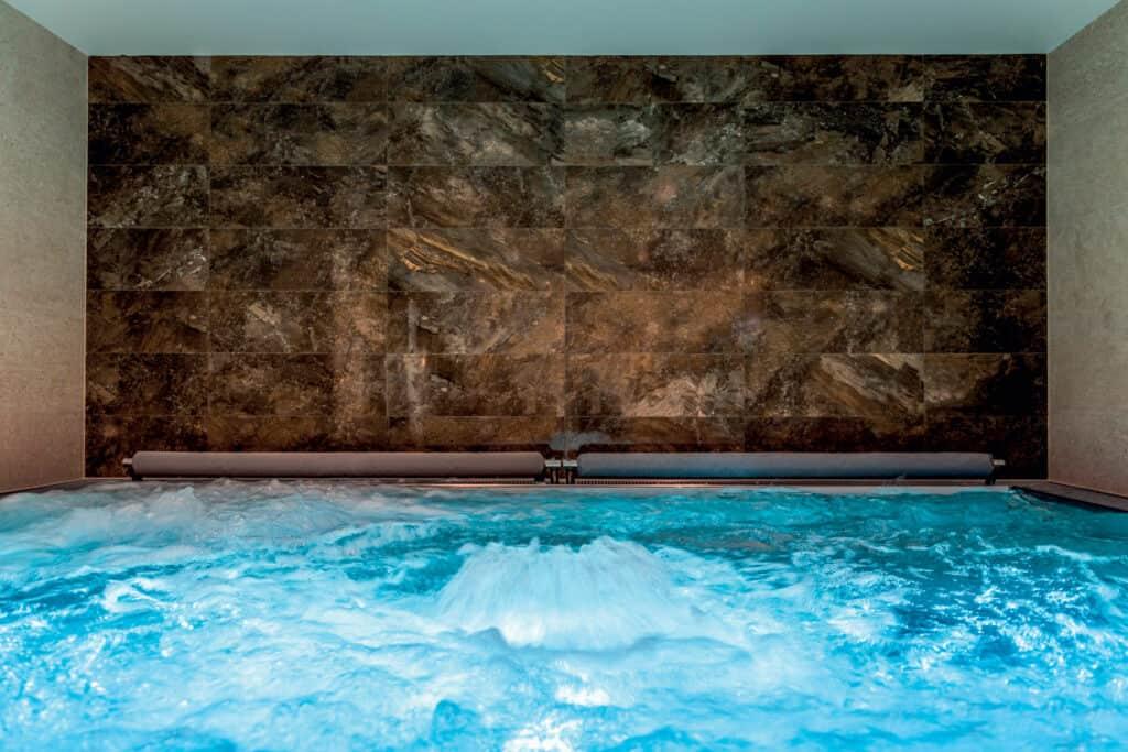 Ovo je fotografija Rijeka Costabella spa centar bazen