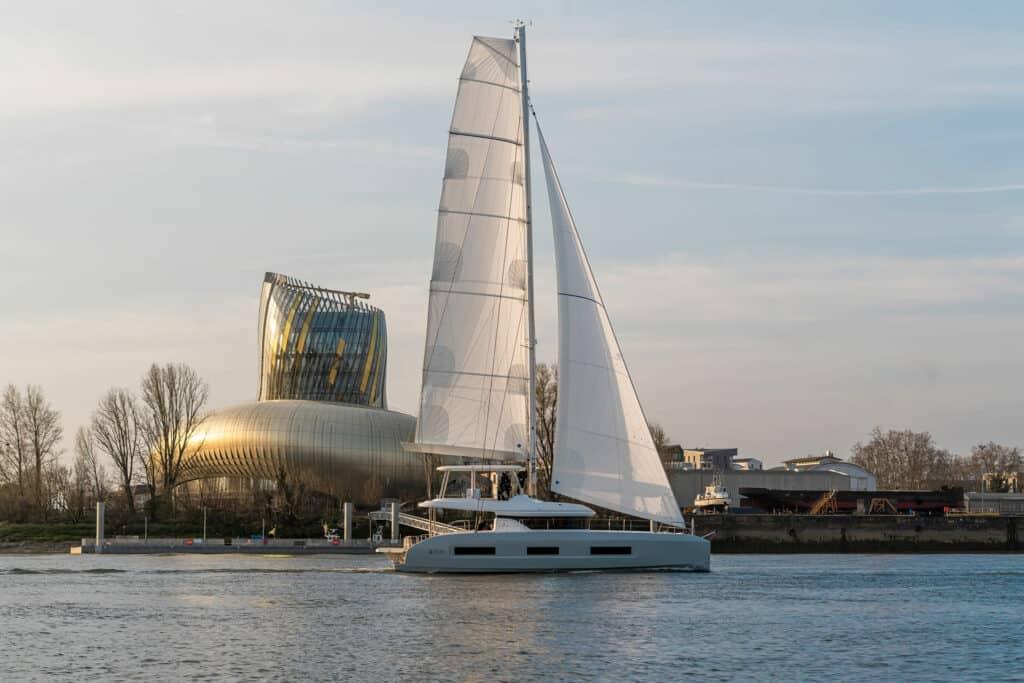 Ovo je fotografija novog modela Lagoon 55 u plovidbi