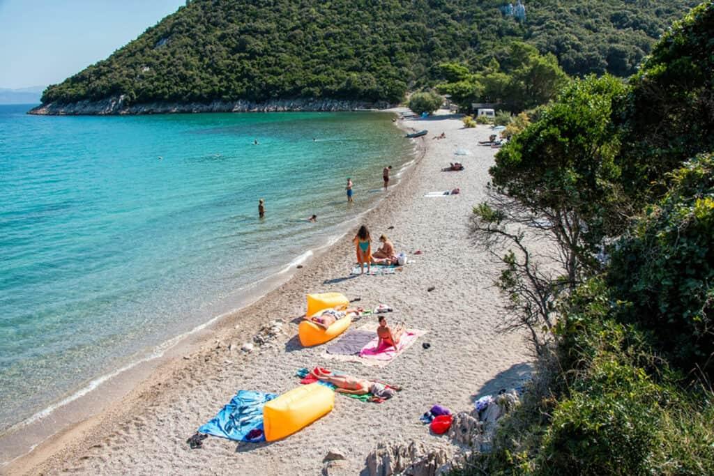 Ovo je fotografija plaže Divna, Pelješac