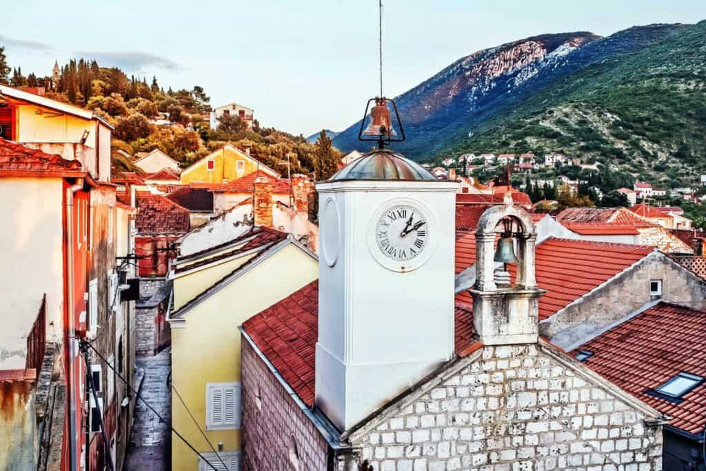 Ovo je fotografija sela Trpanj, Pelješac