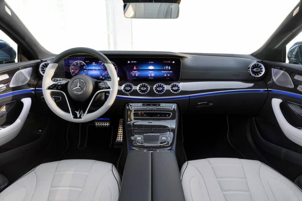 Ovo je fotografija Mercedes CLS unutrašnjost