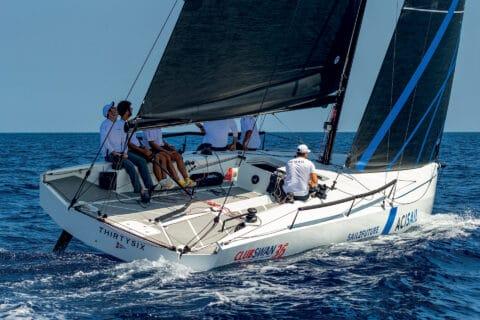 Ovo je fotografija jedrilice ClubSwan 36 na regati