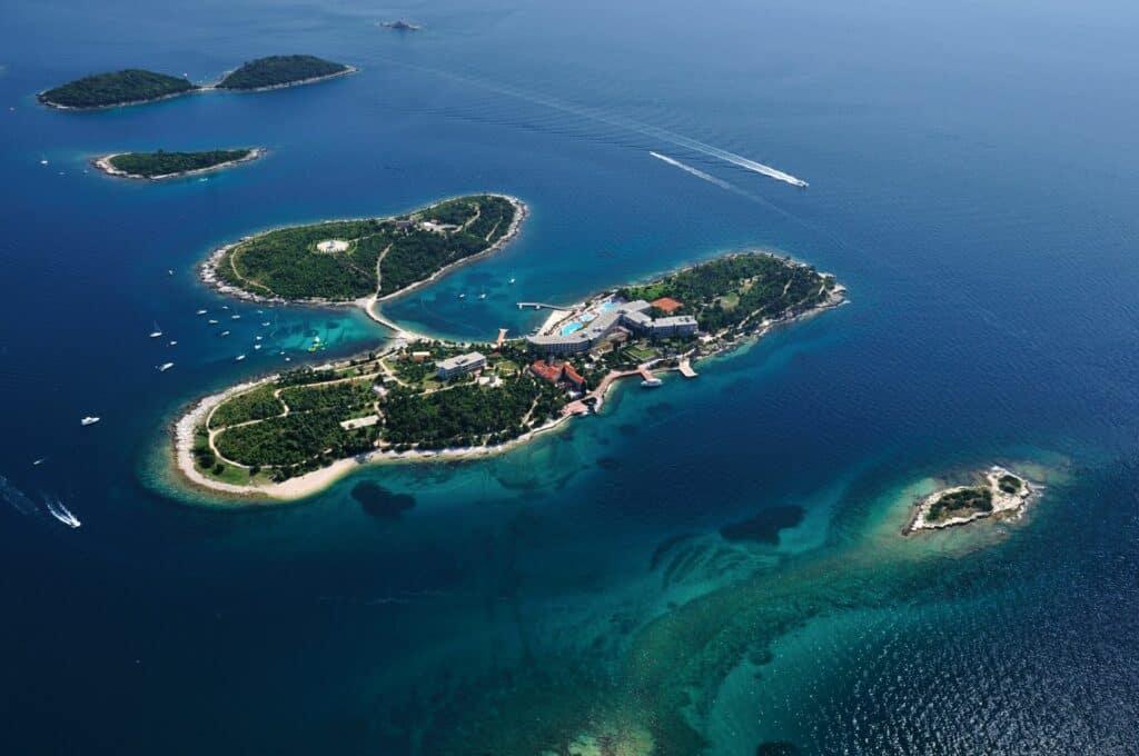 Ovo je fotografija crveni otok