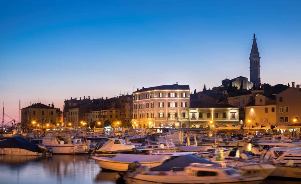 Ovo je fotografija hotel adriatic rovinj