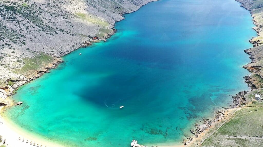 Ovo je fotografija uvala vela luka otok krk