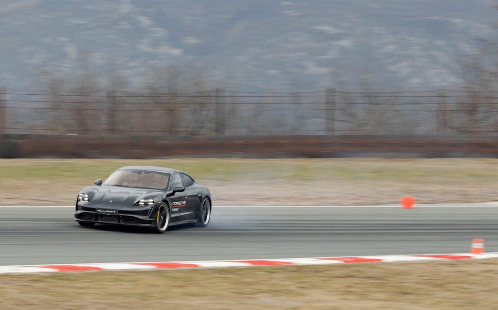 Ovo je fotografija Porsche Taycan