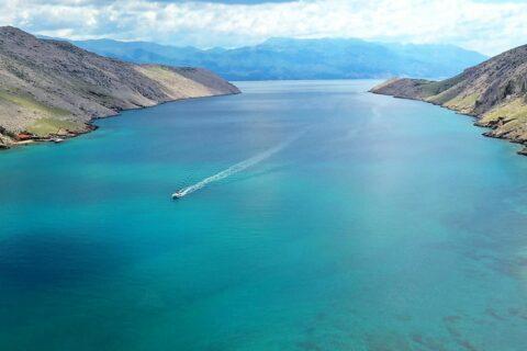 Ovo je fotografija uvala vela luka otok krk marina punat