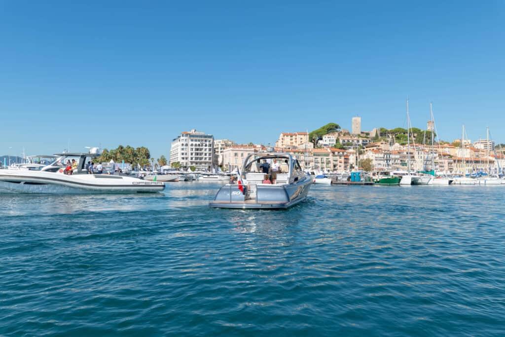 Ovo je fotografija Cannes Yachting Festival testiranje brodova