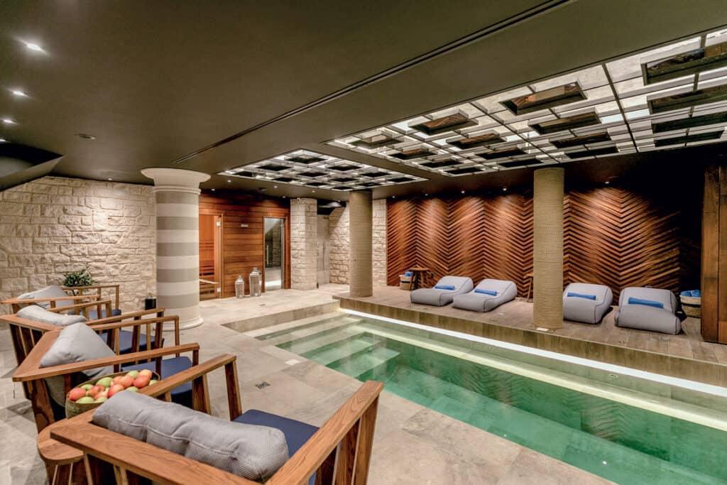 Ovo je fotografija unutarnjeg bazena