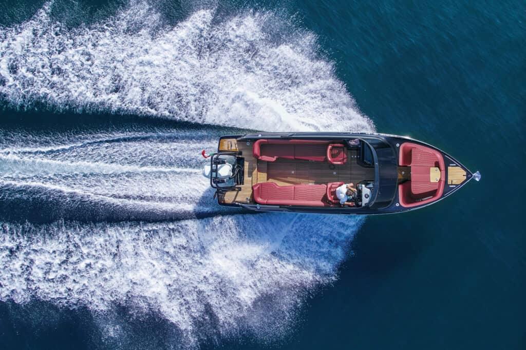 Ovo je fotografija Cranchi E26 Rider u plovidbi
