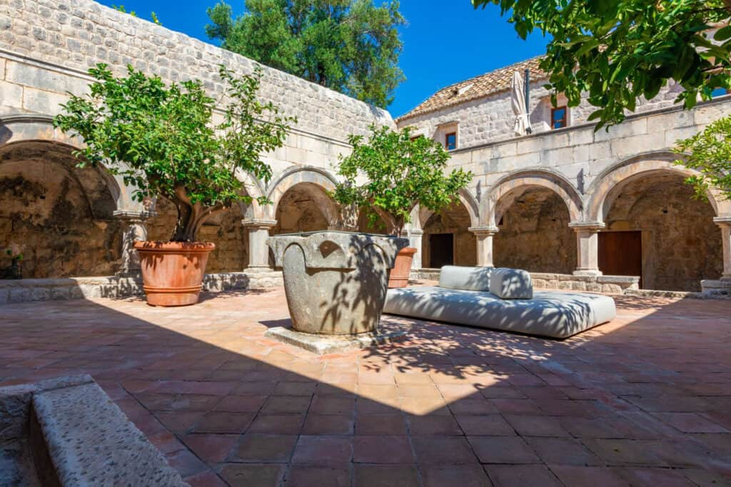 Ovo je fotografija franjevačkog samostana, Lopud