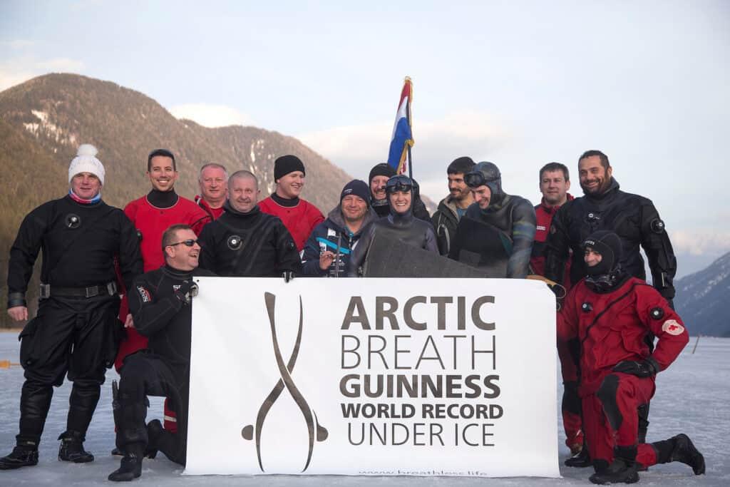 Ovo je fotografija Lidija Lijić Vulić s timom na Artiku