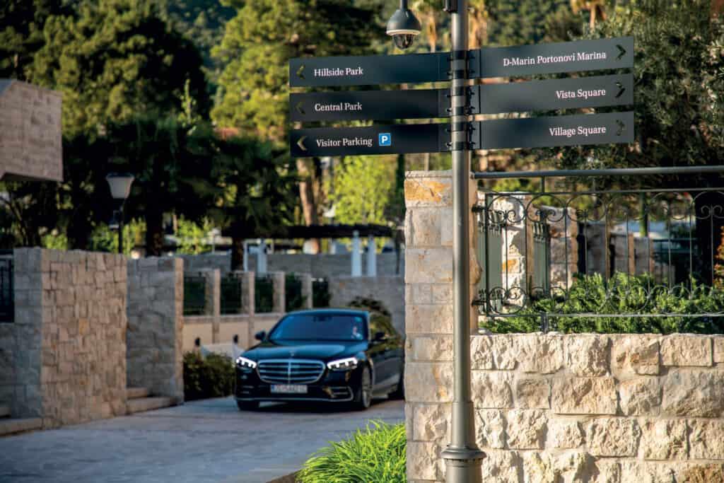 Ovo je fotografija nove Mercedes S klase u Portonovi resortu