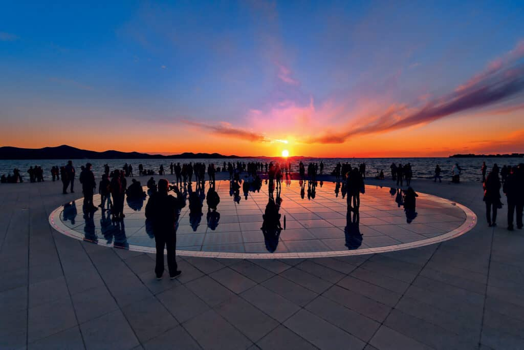 Ovo je fotografija Pozdrav Suncu grad Zadar