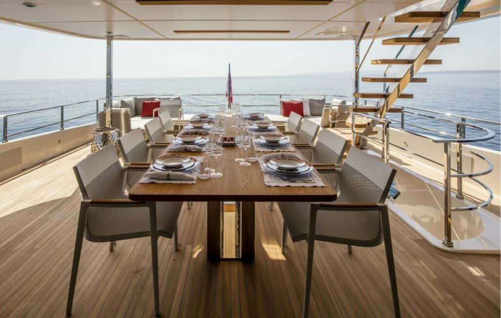 This s a photography of superyacht dinner table