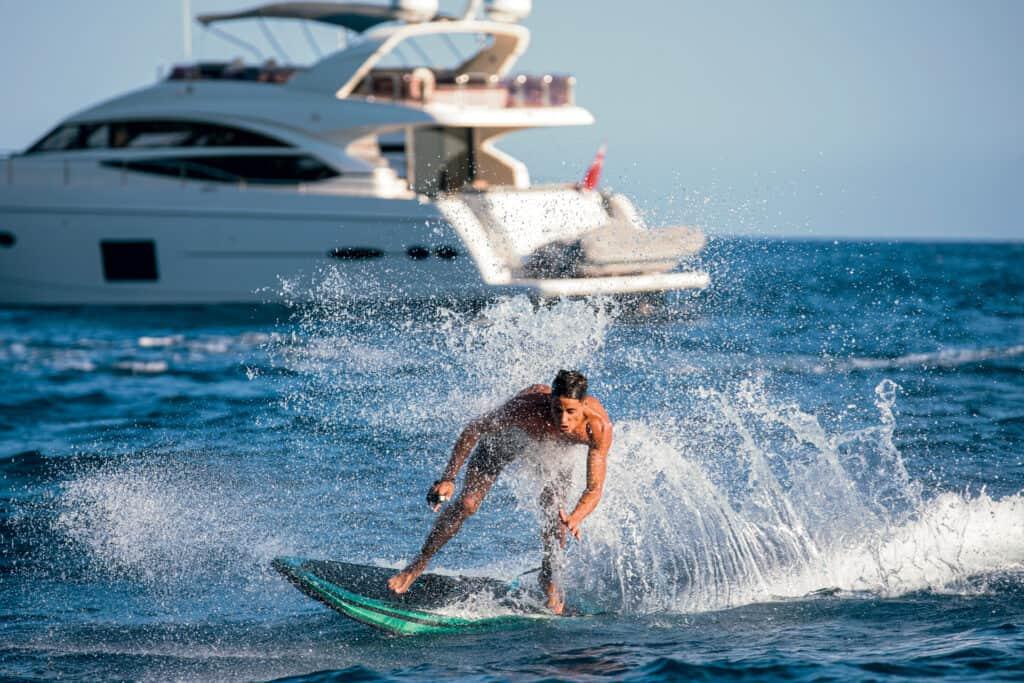 Ovo je fotografija električna daska za surfanje Radinn