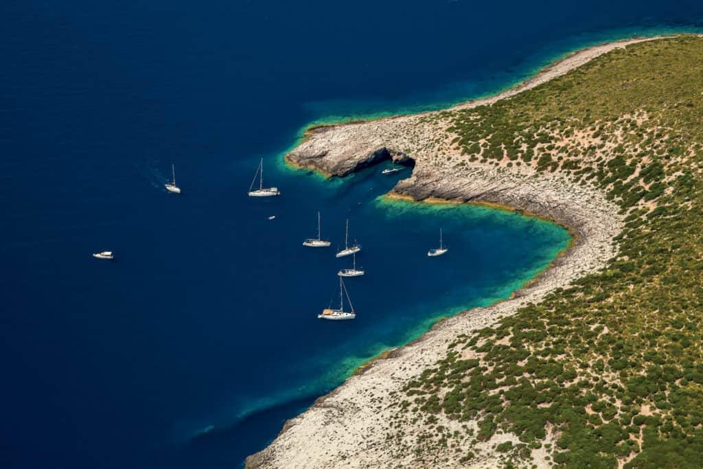 Ovo je fotografija otok Ravnik