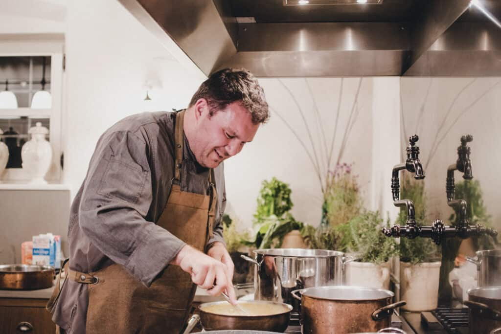 Ovo je fotografija kuhara Tea Ivaniševića