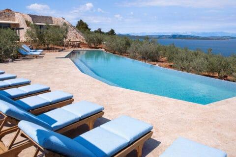 Ovo je fotografija bazen Villa Nai 3.3