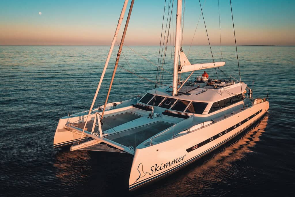 Ovo je fotografija katamaran Skimmer, Yacht IN