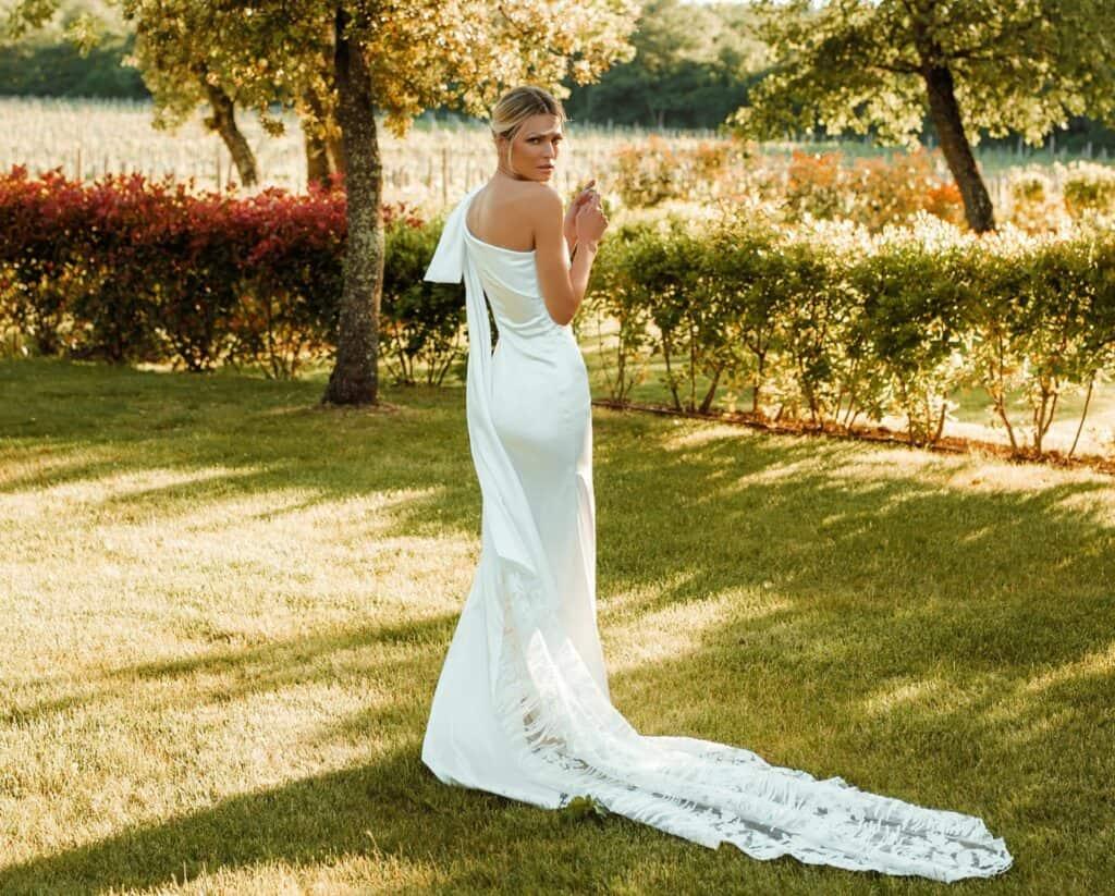 Ovo je fotografija maleza vjenčanica