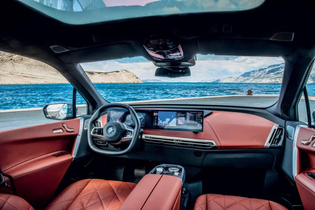 Ovo je fotografija interijera novog BMW iX